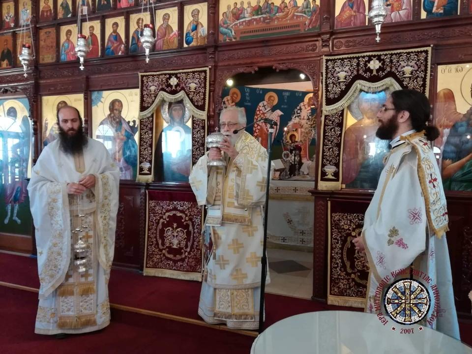 Θεία Λειτουργία στον Ι.Ν. Αποστόλου Βαρνάβα Συν. Δερύνειας
