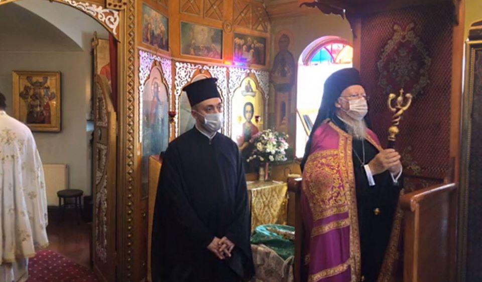 Παρέμβαση Οικουμενικού Πατριάρχη για τη Θεία Κοινωνία: «Δεν αλλάζουμε τον τρόπο μετάδοσής της»